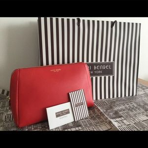 Henri Bendel Leather Cosmetic Bag & Pouch.NWT